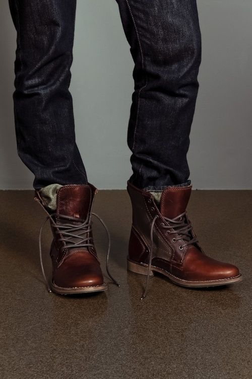 Mens-Jeans-Tucked-Into-Boots