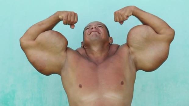 Fake_biceps_video_1932753n